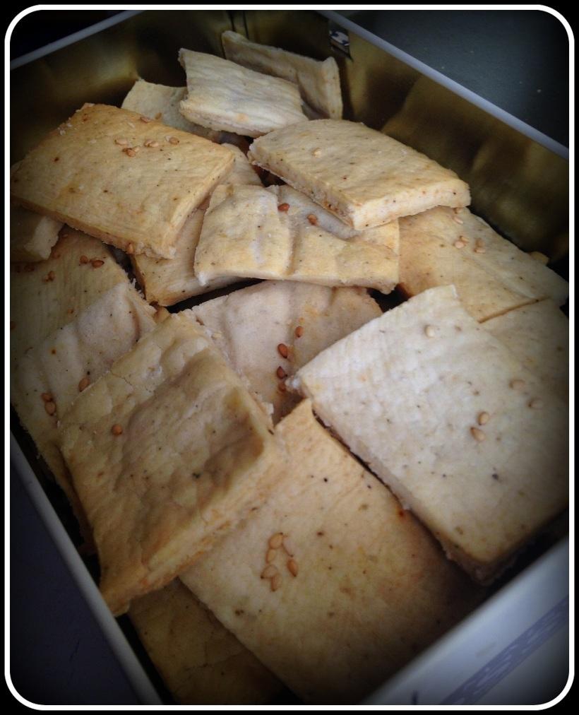 Potato and almond crackers (2)-001
